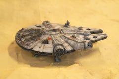 Modèle d'échelle de vaisseau spatial de faucon de millénaire des films de concession de Star Wars photographie stock