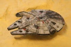 Modèle d'échelle de vaisseau spatial de faucon de millénaire des films de concession de Star Wars image libre de droits