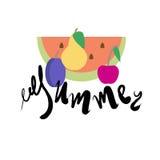 Modèle d'été avec des fruits dans le style et le lettrage plats Photo libre de droits