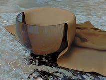 Modèle 3D réaliste d'un récipient en verre et d'un napk texturisé de tissu Image stock