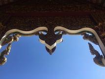 Modèle d'or thaïlandais dans le temple Photo libre de droits