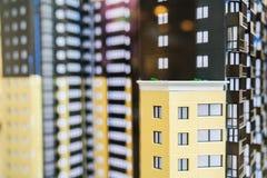 Modèle d'un plan rapproché résidentiel de maison avec un foyer sur le balcon Photos stock