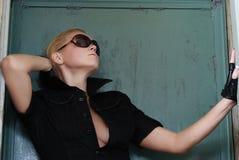 Modèle dans l'ensemble noir sexy Photo stock