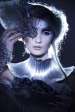 Modèle dans la robe et le cheveu d'expression Images stock