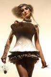 Modèle dans la robe et le cheveu d'expression photo libre de droits