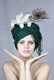 Modèle dans une coiffe Photos libres de droits