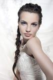 Modèle dans une robe de mariage Images stock