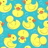 Modèle de canard en caoutchouc jaune et d'enfant sans couture de bulles Photo libre de droits