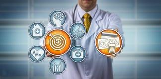 Modèle de docteur Presenting Value-Based Healthcare photographie stock libre de droits