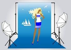Modèle de fille sur la pousse de photo dans le soldat de marine Image stock