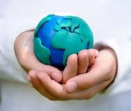 Modèle de fixation d'enfant de la terre Photo libre de droits