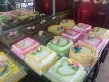 Modèle de gâteau d'anniversaire image libre de droits