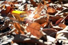Modèle de jouet d'autobus scolaire Image libre de droits