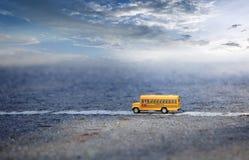 Modèle de jouet d'autobus scolaire Images libres de droits