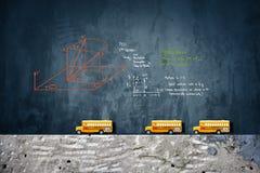 Modèle de jouet d'autobus scolaires Images stock