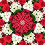 Modèle de kaléidoscope des roses rouges Photos stock