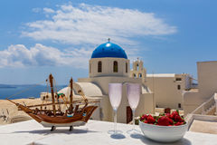 Modèle de la frégate à l'arrière-plan Santorini Photo libre de droits