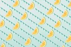 Modèle de limonade sur le fond bleu vert Image stock