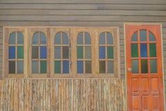 Modèle de maison de mur de fenêtres de porte Images stock