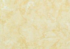 Modèle de marbre extérieur de plan rapproché au fond de marbre jaune de texture de mur en pierre Image libre de droits