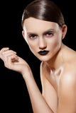 Modèle de mode élevée. Coiffure, renivellement, languettes noires Photo libre de droits