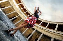 Modèle de mode au palais de Charles V Photos libres de droits