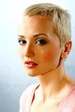 modèle de mode avec le cheveu court Photo stock