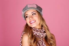 Modèle de mode dans des accessoires de l'hiver Photo libre de droits