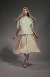 Modèle de mode dans le studio photo stock