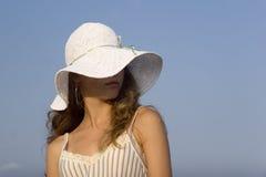Modèle de mode sur la plage Photographie stock libre de droits