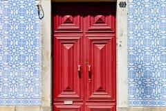 Modèle de mosaïque sur la maison de Lisbonne Photo stock