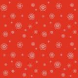 Modèle de Noël avec des flocons de neige sur un fond rouge Images libres de droits