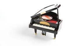 Modèle de piano sur le blanc Photos libres de droits