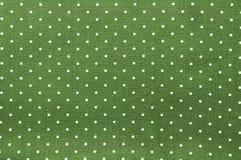 Modèle de points sans couture de polka sur le tissu vert Images stock