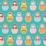Modèle de répétition sans couture de poupée russe de Matryoshka sur le fond bleu - dirigez l'illustration Image libre de droits