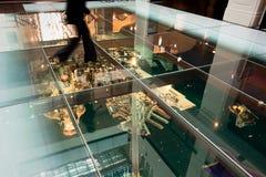 Modèle de Sydney sous l'étage en verre - 15 mai 2010 Image libre de droits