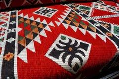 Modèle de tapis dans des couleurs rouges Images stock