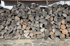 Modèle de texture en bois brune de fond de rondin Image libre de droits