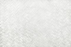 Modèle de tissage en bambou blanc, texture tissée de tapis de rotin pour le fond et oeuvre d'art de conception Image stock