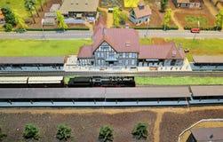 Modèle de train et miniature de ville Photos libres de droits