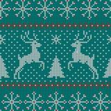Modèle de tricotage nordique de vecteur de Noël sans couture avec des sapins, des flocons de neige, des cerfs communs, la neige e Photographie stock libre de droits
