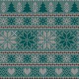 Modèle de tricotage nordique de vecteur de Noël sans couture avec des sapins, des flocons de neige, des fleurs ou des coeurs Photographie stock libre de droits