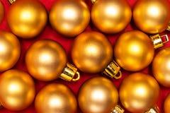 Modèle des boules de nouvelle année d'or Image libre de droits
