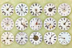 Modèle des horloges superficielles par les agents par antiquité différente images stock