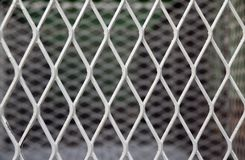 Modèle diagonal carré de cage en métal modèle de la grille en acier image stock