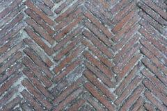Modèle diagonal moussu de trottoir de brique dans un style en arête de poisson pour le fond, images libres de droits
