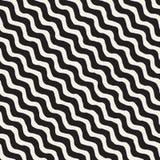 Modèle diagonal onduleux tiré par la main noir et blanc sans couture de rayures de vecteur Image libre de droits