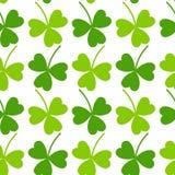 Modèle du jour de St Patrick sans couture de feuille de trèfle Illustration de Vecteur