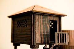 modèle en bois de maison avec des escaliers images stock