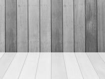 Modèle en bois extérieur de plan rapproché au vieux fond en bois de texture de mur avec la réflexion au plancher dans le ton noir Photographie stock